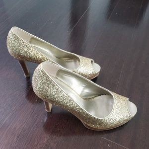 Gold heel glitter shoes